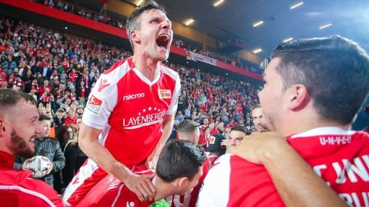Union Berlin feierte den Aufstieg in die 1. Bundesliga bis tief in die Nacht.