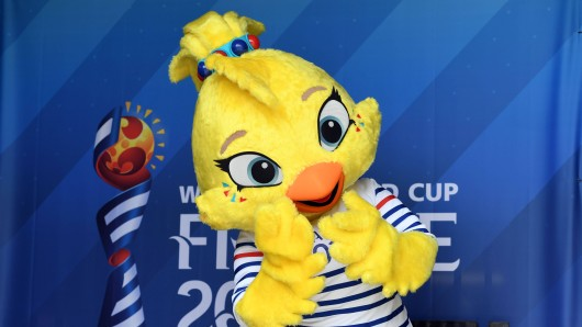 Maskottchen Ettie bei der Frauen WM 2019 in Frankreich.