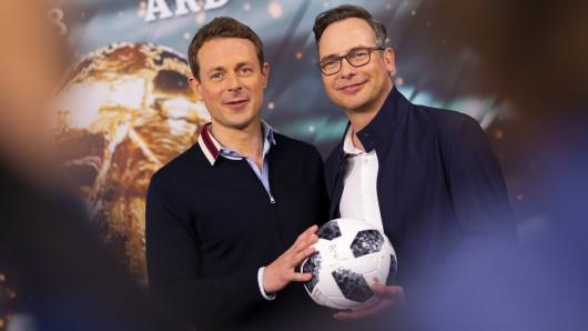Die Fußball-Moderatoren der ARD, Alexander Bommes (l.) und Matthias Opdenhövel.