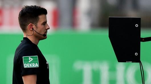 Wie in der Bundesliga sorgt der Videobeweis auch in der Premier League für Zündstoff.