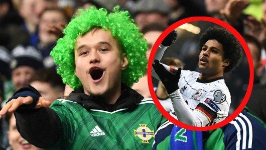 Deutschland - Nordirland: Serge Gnabry ärgerte die nordirischen Fans mit einem Hattrick. Die deutschen Fans hatten anschließend ganz andere Sorgen.