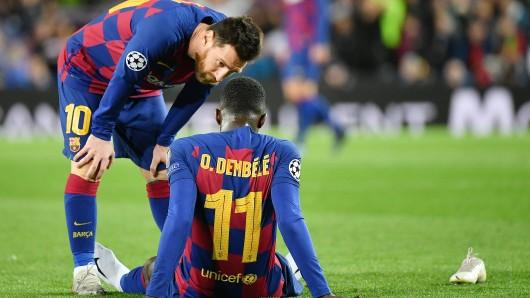 Lionel Messi tröstet Ousmane Dembele nach seiner Verletzung.