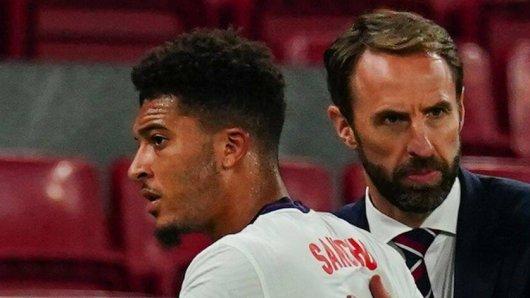 EM 2021: Auch bei England - Schottland ohne Einsatz – hat Gareth Southgate (r.) ein Problem mit Jadon Sancho (l.)?