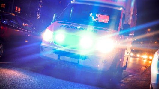 Ein Rettungswagen brachte das verletzte Mädchen (6) ins Krankenhaus. (Symbolbild)