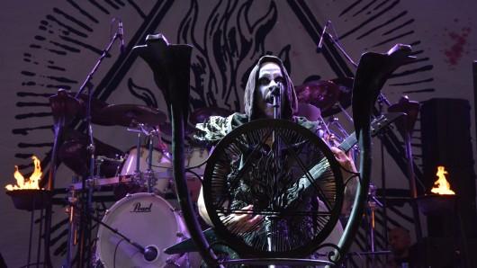 Die Band Behemoth bei ihrem Auftritt im Amphitheater Gelsenkirchen. Dort fand wieder das Rock Hard Festival statt.