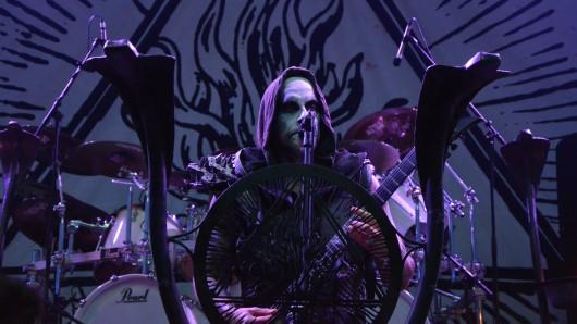 Die Band Behemoth bei ihrem Auftritt im Amphitheater Gelsenkirchen 2017. Dort fand wieder das Rock  Hard Festival statt.