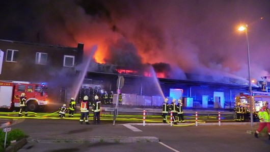 Eine Lagerhalle in Gelsenkirchen stand in Flammen.