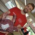 """Marius Rupieper (24) betreibt zusammen mit seiner Freundin Hannah Chicos (20) den Fleischwarenlagerverkauf """"Chicos - bestes Fleisch"""" in Gelsenkirchen."""