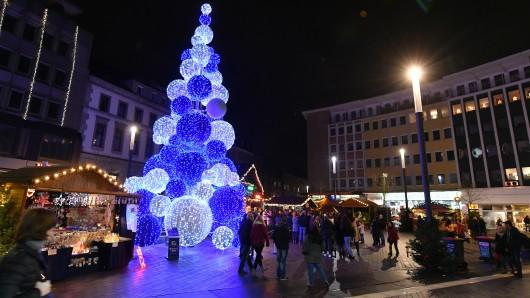 Der Kugel-Baum auf dem Weihnachtsmarkt Gelsenkirchen.