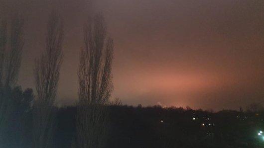 Der Himmel über Gelsenkirchen färbte sich am Donnerstagabend rot.