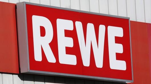 Ein Rewe-Mitarbeiter hat seine Zukunft beim Supermarkt definitiv versaut.