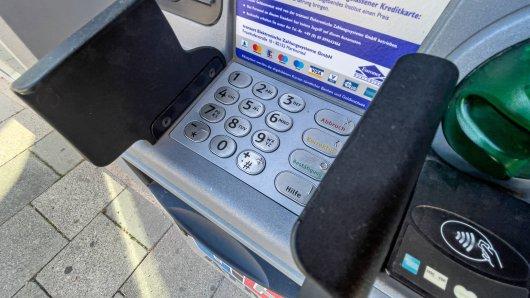 Beim Geldabheben wartete eine böse Überraschung auf den 75-Jähirgen. (Archivbild)