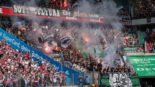 Im Hinspiel in Köln hatten die Fans von BOrussia Mönchengladbach allen Grund zum Feiern.
