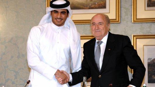 FIFA-Präsident Sepp Blatter (r.) und Scheich Mohammed Bin Hamad Al Thani, der Chef-Organisator für die WM 2022 in Katar.