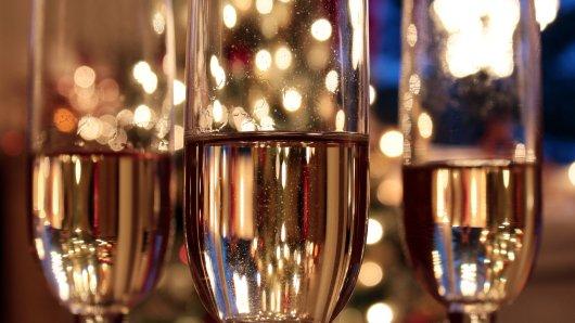 Ein Gläschen Sekt zum Feiertag - dabei bleibt's bei vielen jungen Leuten an Weihnachten nicht.