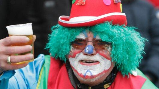 Alkohol gehört für die meisten Jecken zum Karneval. Da mündet der Spaß am einen Tag nicht selten in Leiden am nächsten.