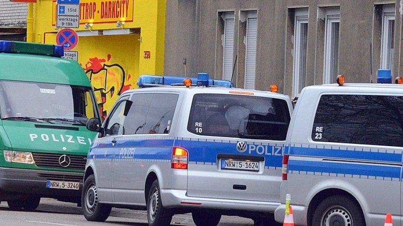 polizei kontrolliert vor neuem bandido clubhaus in bottrop. Black Bedroom Furniture Sets. Home Design Ideas