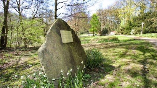 Im Grugapark in Essen erinnert heute ein Stein an die in der Nazizeit ermordeten Zwangsarbeiter.