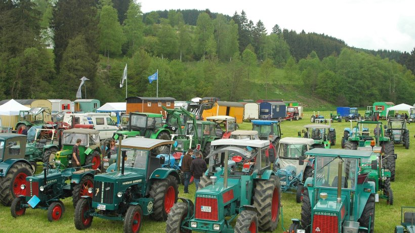 hanomag treffen auf dem trecker mit 105 km h nach aue. Black Bedroom Furniture Sets. Home Design Ideas