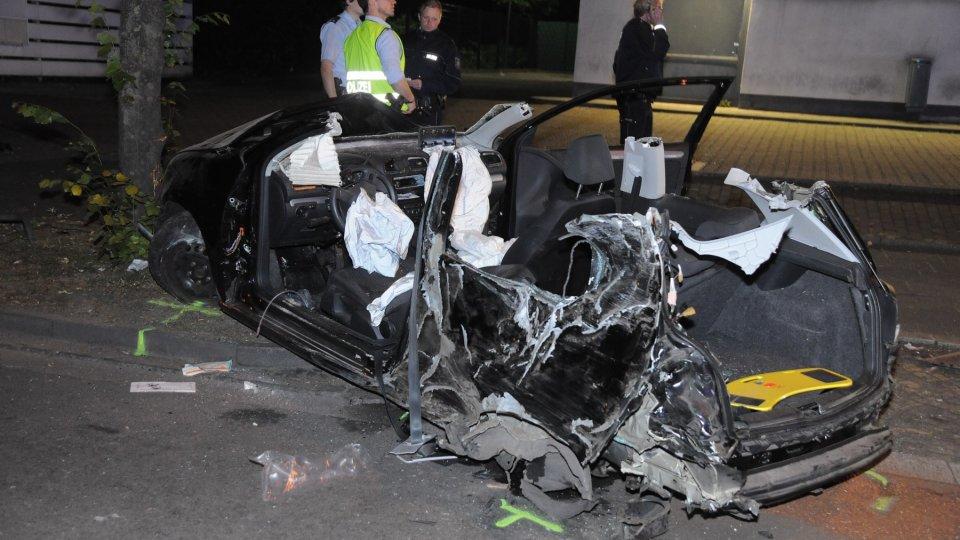 Zwei Schwerverletzte Bei Unfall In Essen Motorblock Schleudert