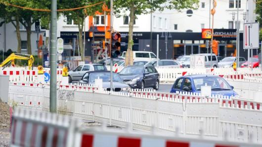 Die Weseler Straße ist wegen eines Rohrbruchs gesperrt. Vier Stadtteile haben teilweise kein Leitungswasser. (Symbolbild)