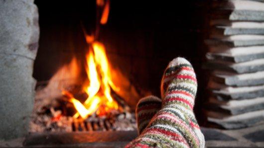 Fango, Tee und dicke Socken: Was gegen Frieren im Winter hilft.