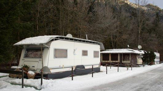 Wintercamper sollten ihren Wohnwagen außreichend schützen.