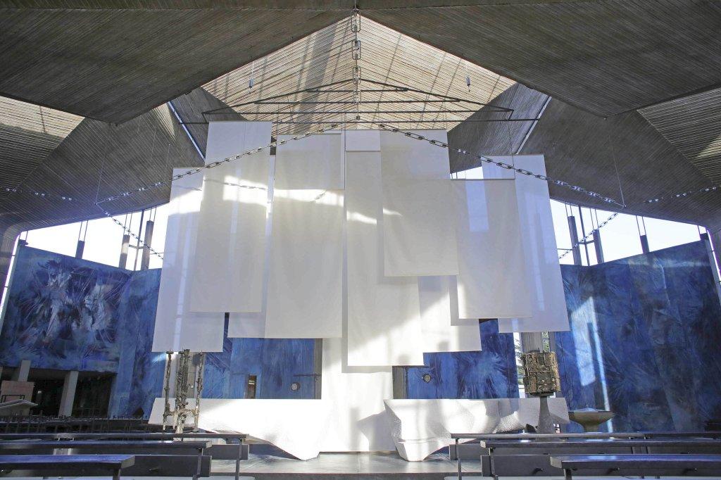 Heilig-Geist Kirche - Ein Blick aufs verhüllte Schrottkreuz ...