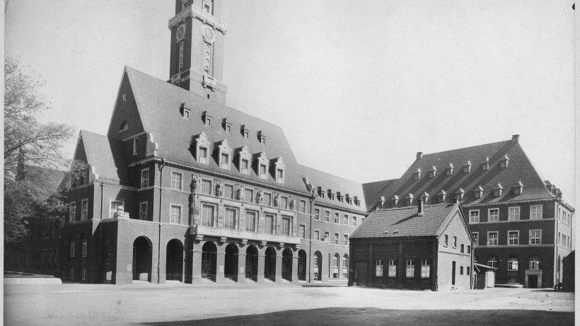 Essener architekt entwarf bottrops rathaus bottrop - Architekt essen ...