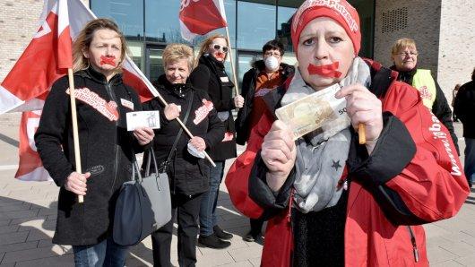 Protest der IG BAU vor dem Justizzentrum Gelsenkirchen