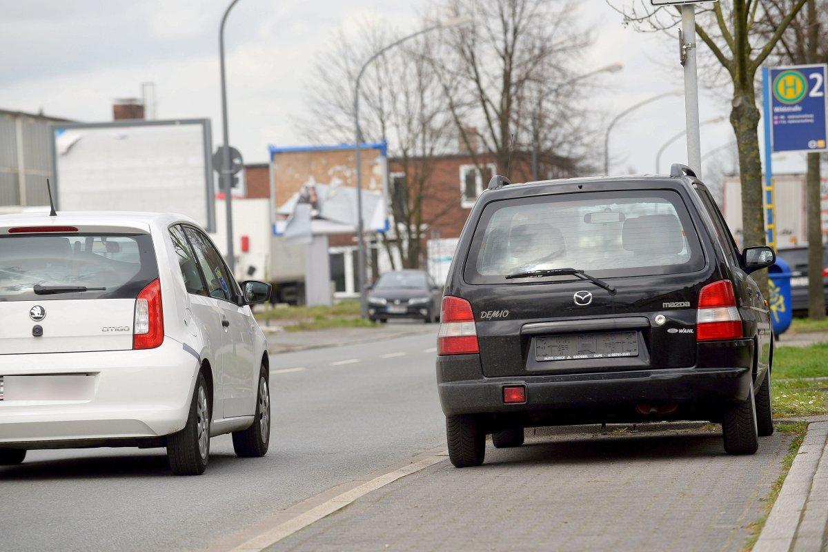 Abgemeldete Schrottautos Am Straßenrand Sind Dauerärgernis