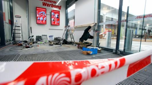 Mehrere Unbekannte brachen in den Media Markt in Essen-Altenessen ein. (Symbolbild)