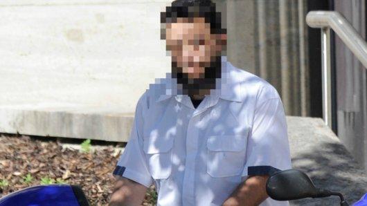 Sami A. im August 2012 in Bochum. Seit Jahren haben die Behörden den mutmaßlichen Vertrauen von Osama Bin Laden im Visier. Ausweisen können sie ihn dennoch nicht.