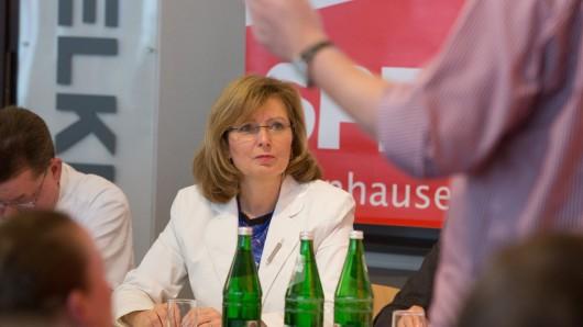 MdB Petra Hinz lädt ein , SPD diskutiert mit Bürgern über Gesundheitsversorgung in Frohnhausen , Apostelkirche