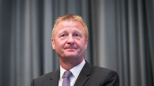 Innenminister Ralf Jäger hat seine erste Sprechstunde via Facebook gehalten. Die User konnten ihm eine Viertelstunde lang Fragen stellen.