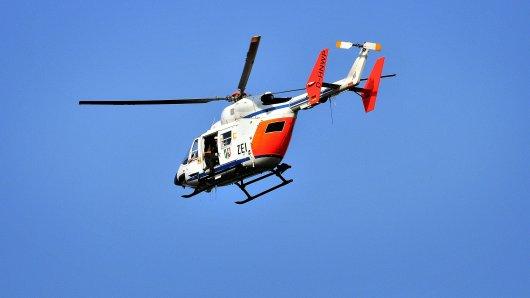 Mit einem Hubschrauber kreiste die Polizei über der Innenstadt und suchte den 20-Jährigen.
