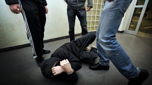 Gestelltes Themenbild zum Thema exzessive Gewalt und Schlägerei unter Jugendlichen in Oberhausen