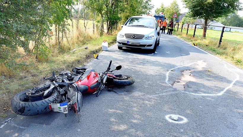 zwei autos berholt erneut schwerer motorrad unfall in hagen hagen. Black Bedroom Furniture Sets. Home Design Ideas