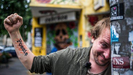 Als selbst erkrankter Künstler schreibt Tobias Rauh über das Thema Depression. Im Rampenlicht steht der Dortmunder mit seiner Kunstfigur Tobi Katze.