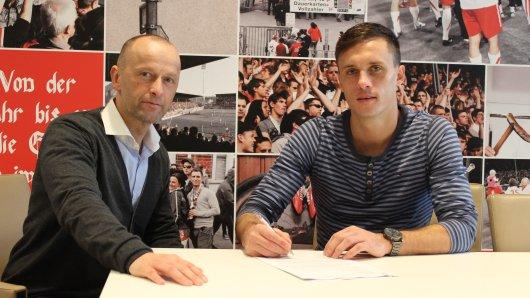 RWE-Stürmer Marcel Platzek (r.) mit Sportdirektor Jürgen Lucas.