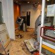 Der Vorraum einer Bank in dem ein Automat gesprengt wurde.