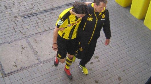 Schrecksekunde: BVB-Innenverteidiger Neven Subotic muss verletzt vom Platz.