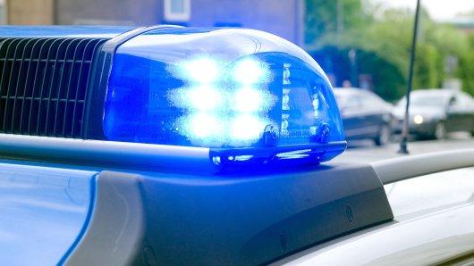 Die Polizei hat einen Mann festgenommen. Er soll zwei Kinder belästigt haben.