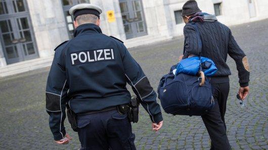 Die Polizei hat am Dienstag in Duisburg ein mutmaßliches Mitglied einer Schleuserbande festgenommen.
