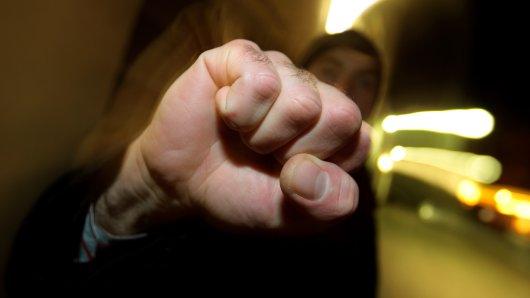 In Essen haben mehrere Männer einen 41-Jährigen überfallen.