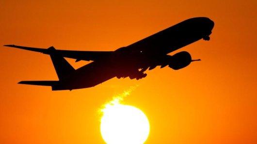 Manchmal müssen Reisende ihre Flugtickets stornieren. In solchen Fällen sind Airlines verpflichtet, das Geld für das gezahlte Ticket zu erstatten.