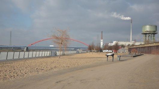 """Direkt am Rhein liegt der """"Ziegenpeter""""."""