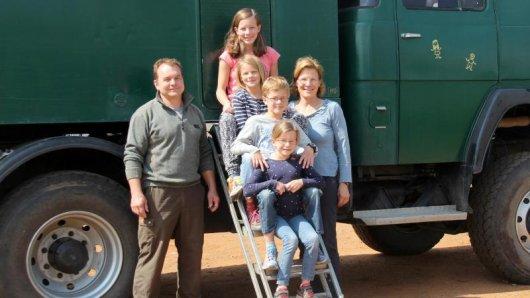 """Mit dem Laster """"Grüdi"""" durchquerte Familie Vosseberg den afrikanischenKontonent."""