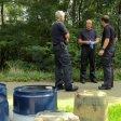 An der Emscherbruchallee in Essen fässerweise Altöl illegal entsorgt.