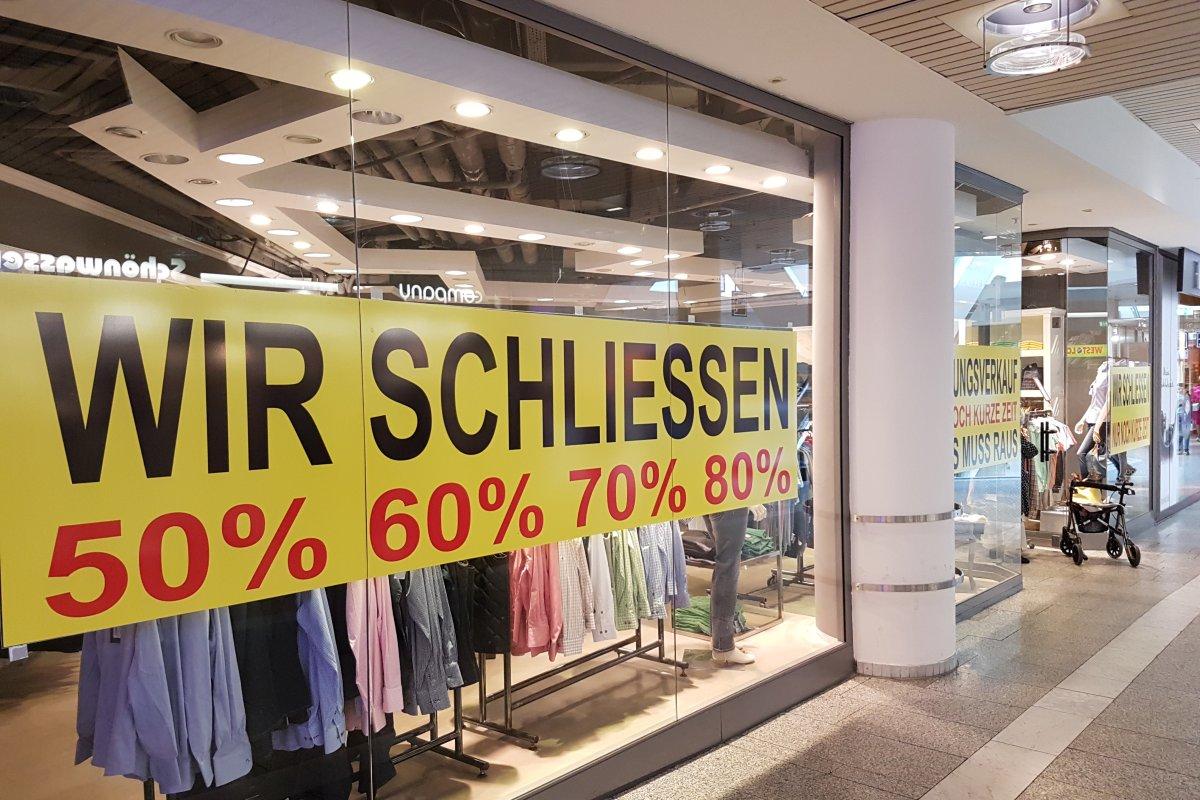0e8f69114e2101 Bochum  Shop lockt Kunden seit einem Jahr mit Räumungsverkauf - Bochum -  derwesten.de